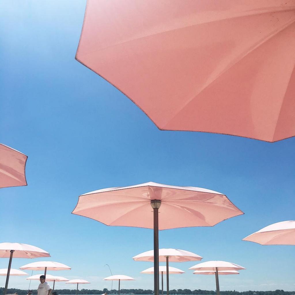 Dreamin about this pink umbrellas at sugarbeach in Toronto fruityskylovestoronto