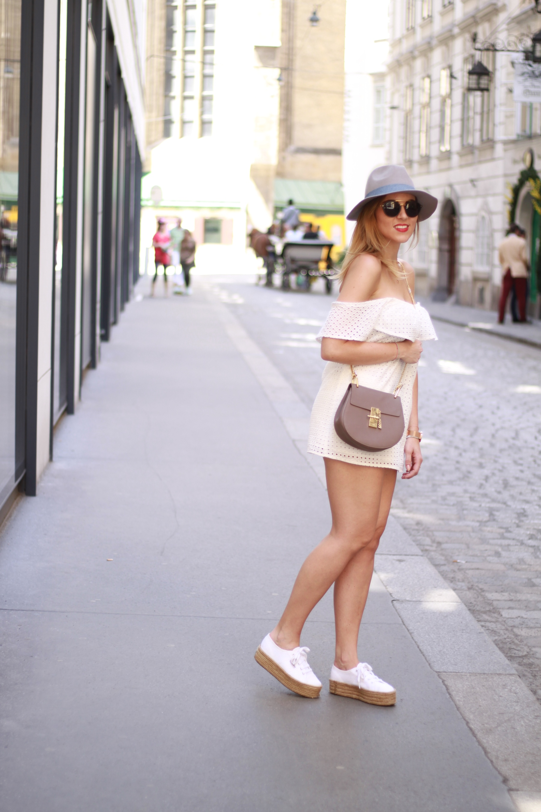 All white Blog your style fruitysky (1)